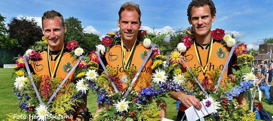 Trio Gert-Anne van der Bos wint feestelijke kaatspartij in Bolsward